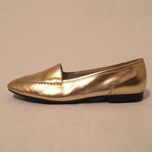 Carriage Court GOLD Flats NEW!! Size 9